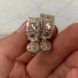 Vintage sterling silver diamond cut drop earrings